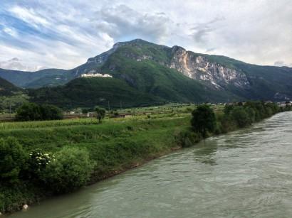 Panorama visibile dalla ciclabile che affianca l'Adige.