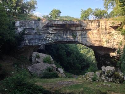 Ponte naturale originato dal carsismo.